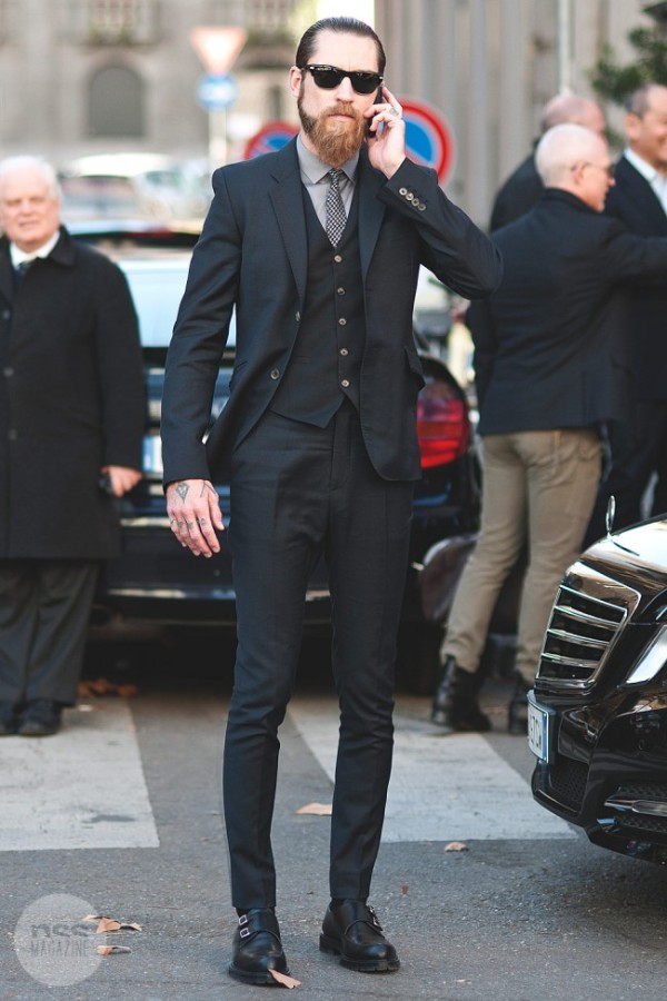 Justin-O'Shea-in-Milan-black-three-piece-suit-3piece-streetstyle-style-650x975